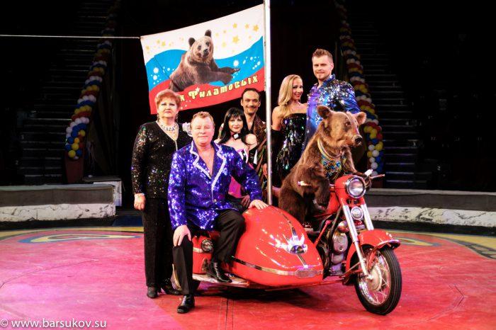 медведица, «работающая» в цирке Валентина Филатова