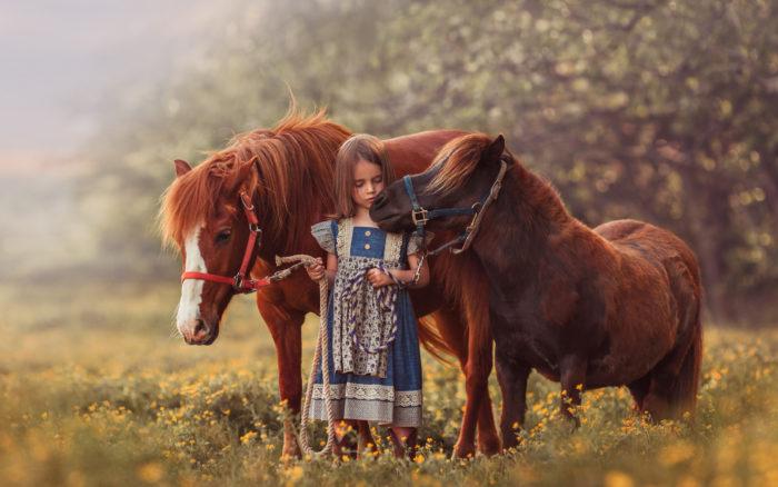 пони и ребенок
