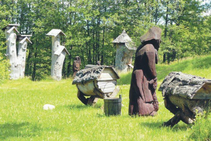 Борти и колоды в музее старинного пчеловодства (д. Стрипейкяй, Литва)