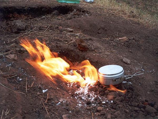 В некоторых областях газ свободно выходит из земли и горит